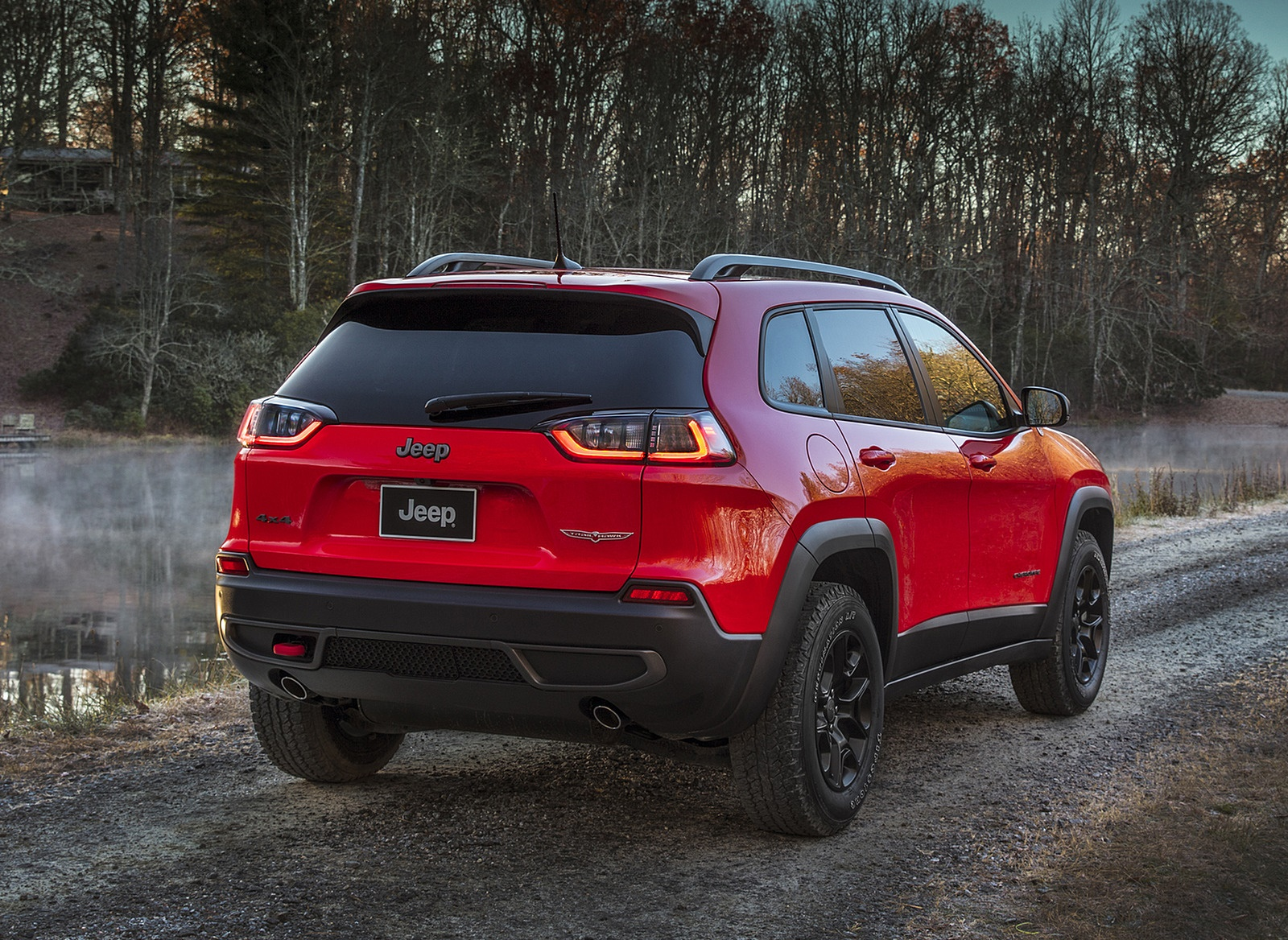 2019 Jeep Cherokee Trailhawk Rear Three-Quarter Wallpaper (5)