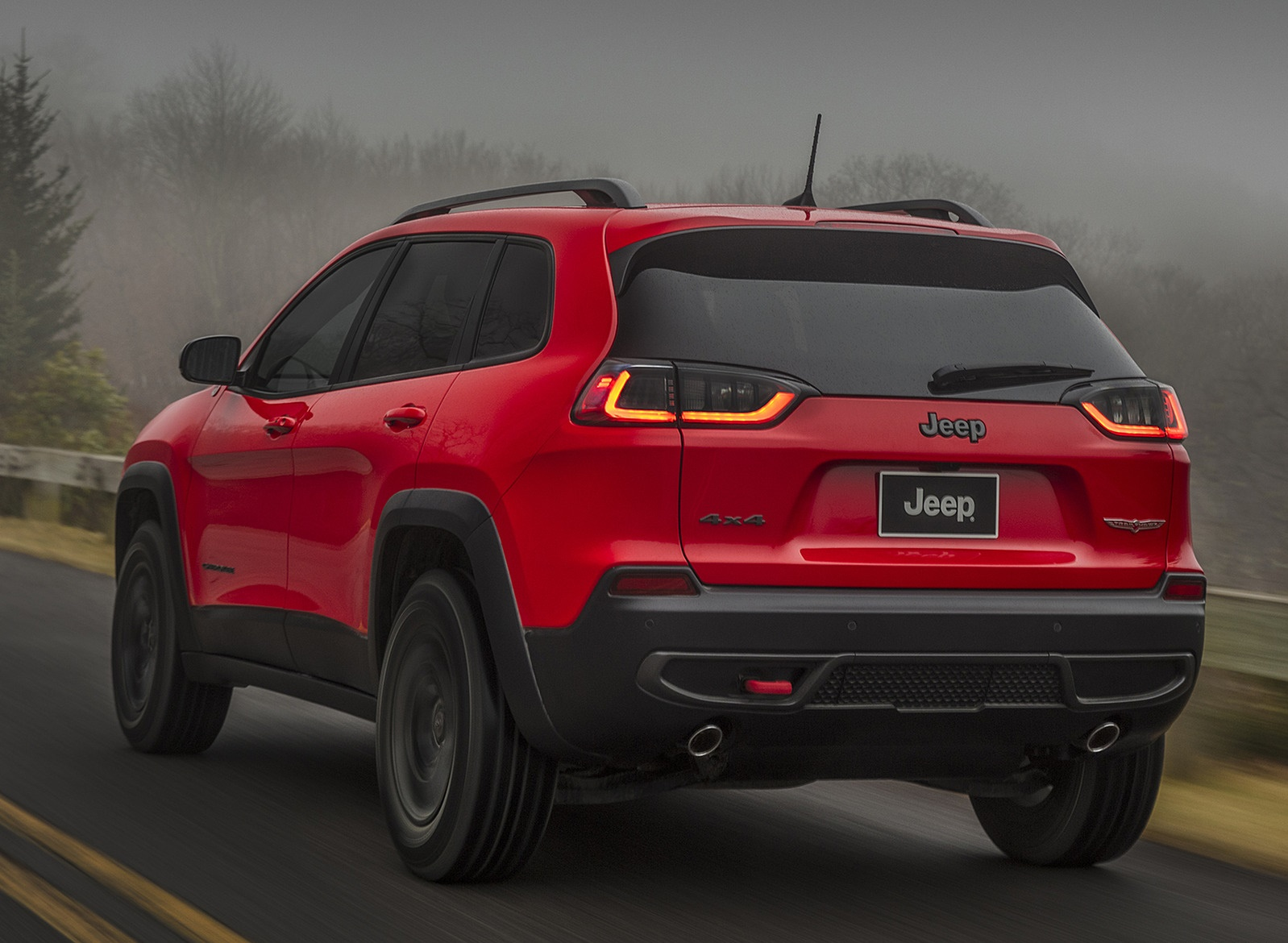 2019 Jeep Cherokee Trailhawk Rear Three-Quarter Wallpaper (11)