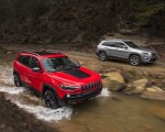 2019 Jeep Cherokee Trailhawk and Cherokee Limited Front Three-Quarter Wallpaper 150x120 (26)