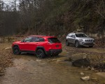 2019 Jeep Cherokee Trailhawk and Cherokee Limited Rear Three-Quarter Wallpaper 150x120 (25)
