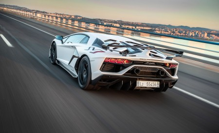 2019 Lamborghini Aventador SVJ Rear Three-Quarter Wallpaper 450x275 (128)