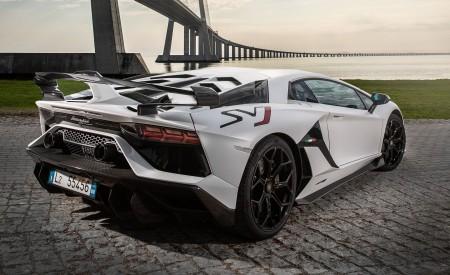 2019 Lamborghini Aventador SVJ Rear Three-Quarter Wallpaper 450x275 (136)