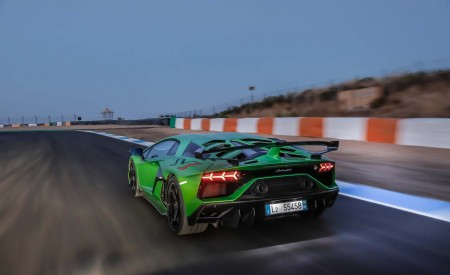 2019 Lamborghini Aventador SVJ Rear Three-Quarter Wallpapers 450x275 (7)