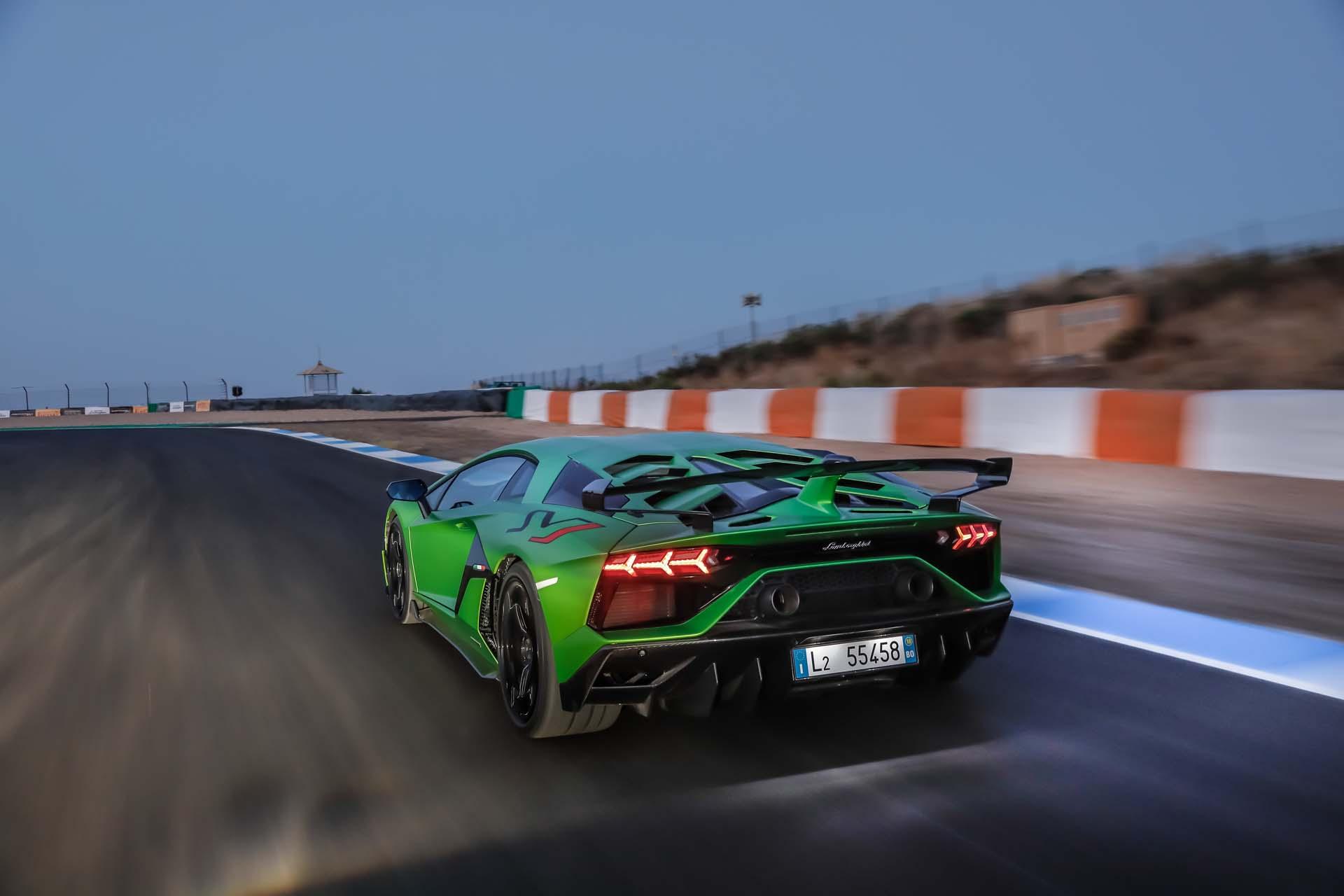 2019 Lamborghini Aventador SVJ Rear Three-Quarter Wallpapers (7)