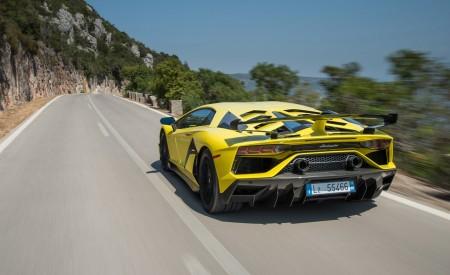 2019 Lamborghini Aventador SVJ Rear Three-Quarter Wallpapers 450x275 (201)