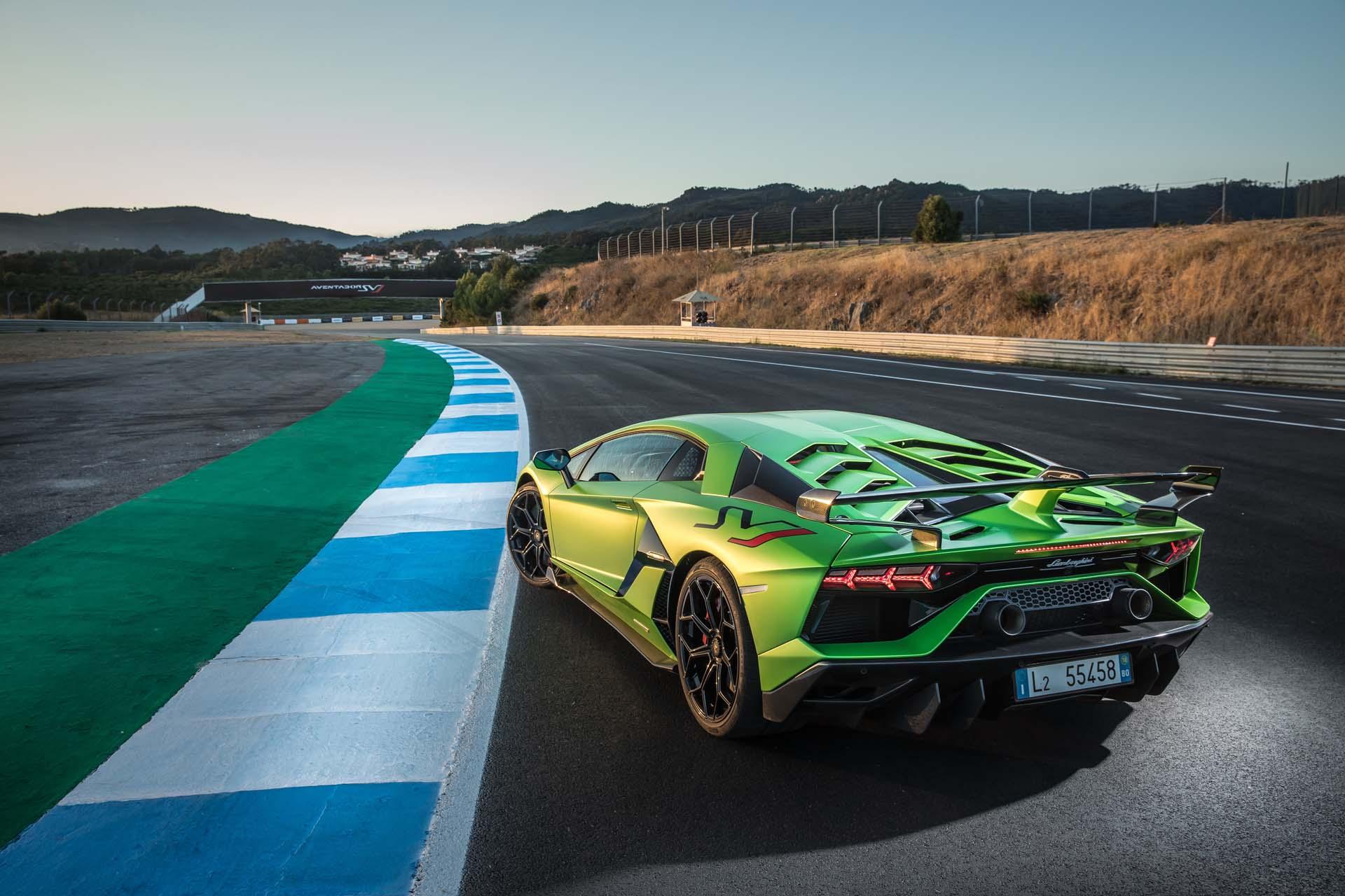 2019 Lamborghini Aventador SVJ Rear Three-Quarter Wallpapers #30 of 241