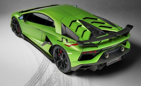 2019 Lamborghini Aventador SVJ Rear Three-Quarter Wallpaper 450x275 (166)