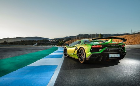 2019 Lamborghini Aventador SVJ Rear Three-Quarter Wallpaper 450x275 (154)