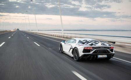 2019 Lamborghini Aventador SVJ Rear Three-Quarter Wallpaper 450x275 (129)