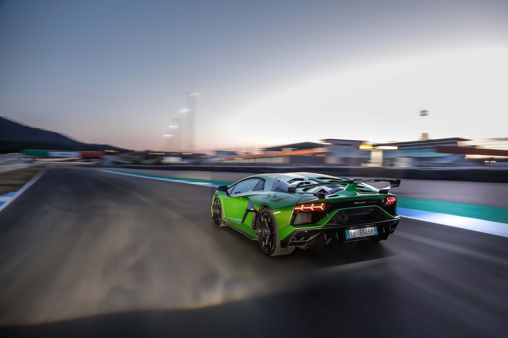 2019 Lamborghini Aventador SVJ Rear Three-Quarter Wallpapers (8)