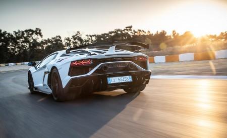 2019 Lamborghini Aventador SVJ Rear Three-Quarter Wallpapers 450x275 (239)