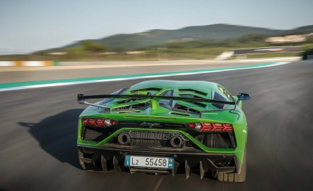 2019 Lamborghini Aventador SVJ Rear Wallpaper 450x275 (19)