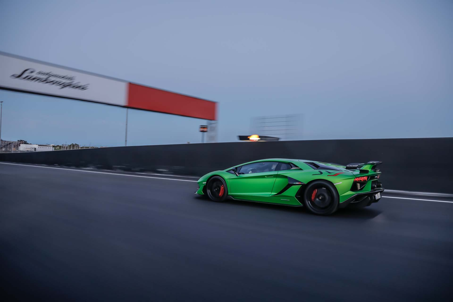 2019 Lamborghini Aventador SVJ Side Wallpapers (9)