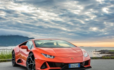 2019 Lamborghini Huracán EVO Front Three-Quarter Wallpapers 450x275 (13)