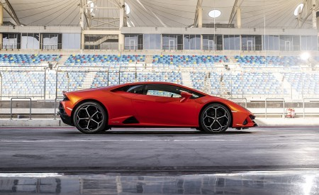 2019 Lamborghini Huracán EVO Side Wallpapers 450x275 (66)