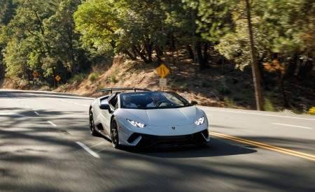 2019 Lamborghini Huracán Performante Spyder Front Three-Quarter Wallpapers 450x275 (17)