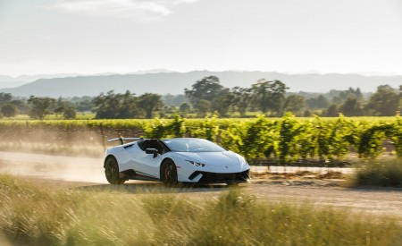 2019 Lamborghini Huracán Performante Spyder Front Three-Quarter Wallpapers 450x275 (3)