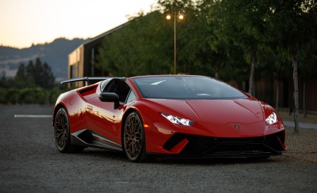 2019 Lamborghini Huracán Performante Spyder Front Three-Quarter Wallpapers 450x275 (35)