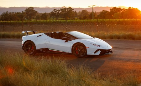 2019 Lamborghini Huracán Performante Spyder Front Three-Quarter Wallpapers 450x275 (37)