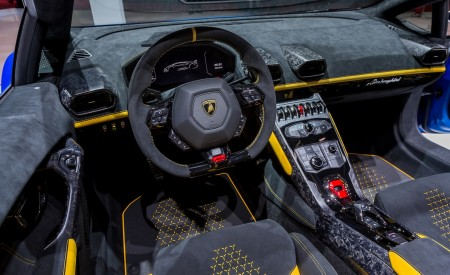 2019 Lamborghini Huracán Performante Spyder Interior Steering Wheel Wallpapers 450x275 (51)