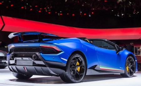 2019 Lamborghini Huracán Performante Spyder Rear Three-Quarter Wallpapers 450x275 (90)