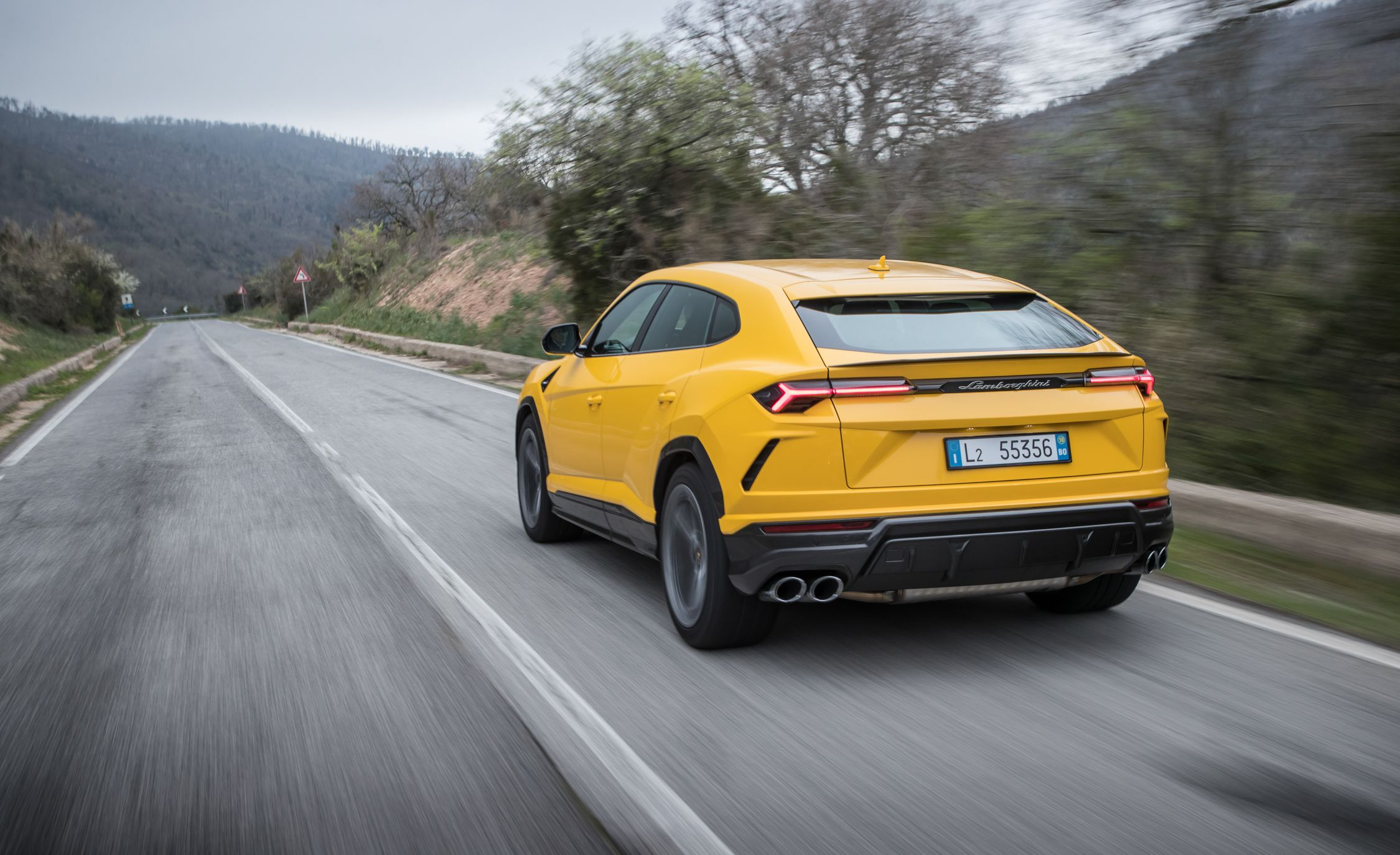2019 Lamborghini Urus Rear Three-Quarter Wallpaper (9)