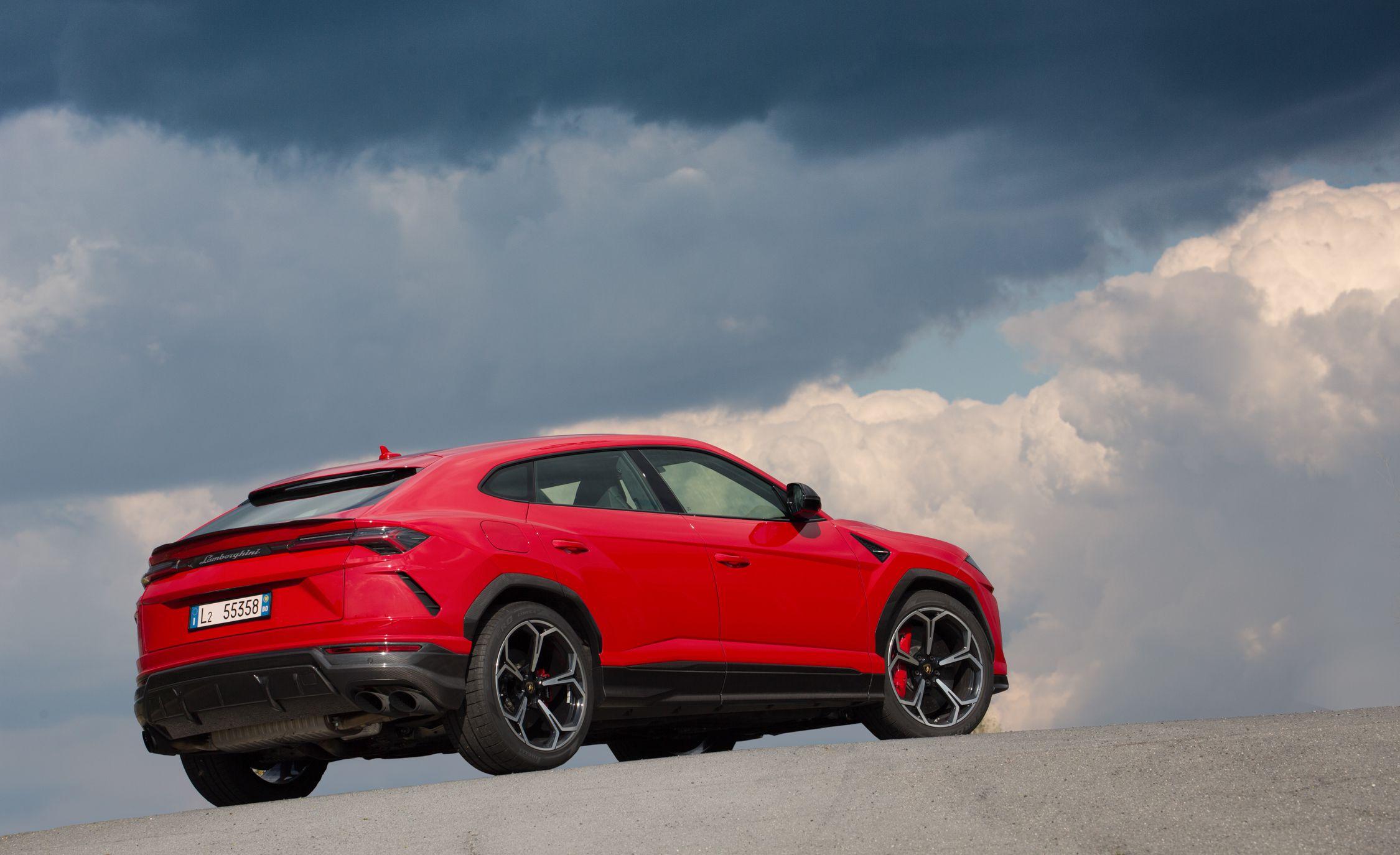 2019 Lamborghini Urus Rear Three-Quarter Wallpaper (4)