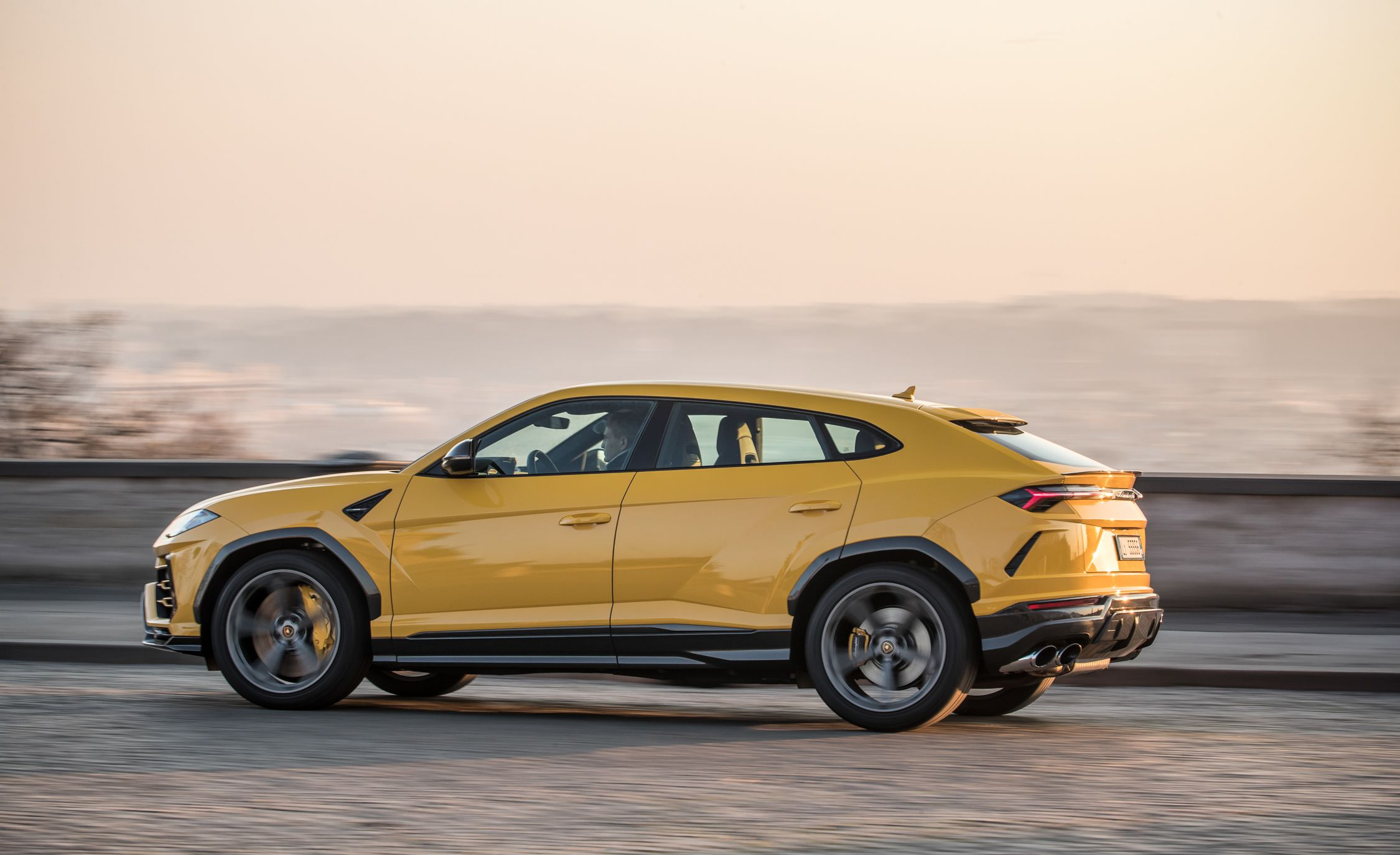 2019 Lamborghini Urus Side Wallpaper (11)
