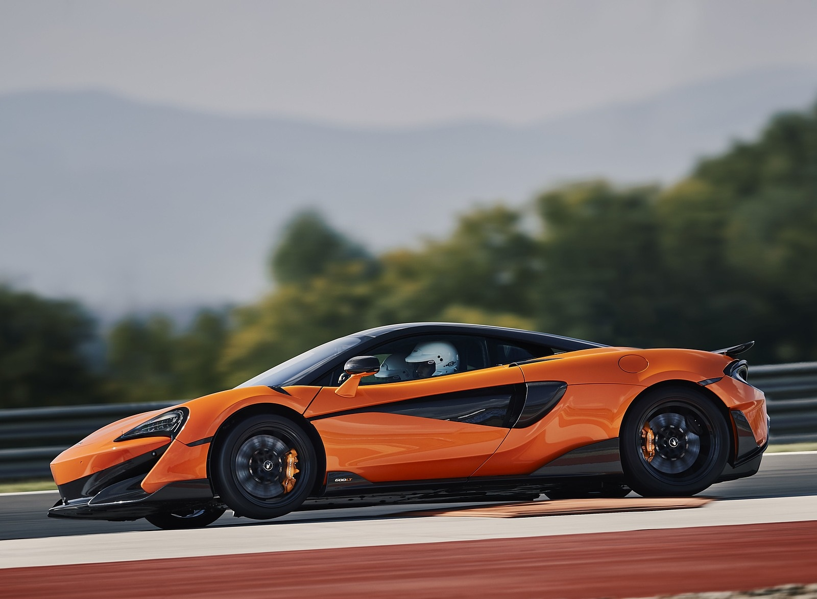 2019 McLaren 600LT Coupé Side Wallpapers (7)