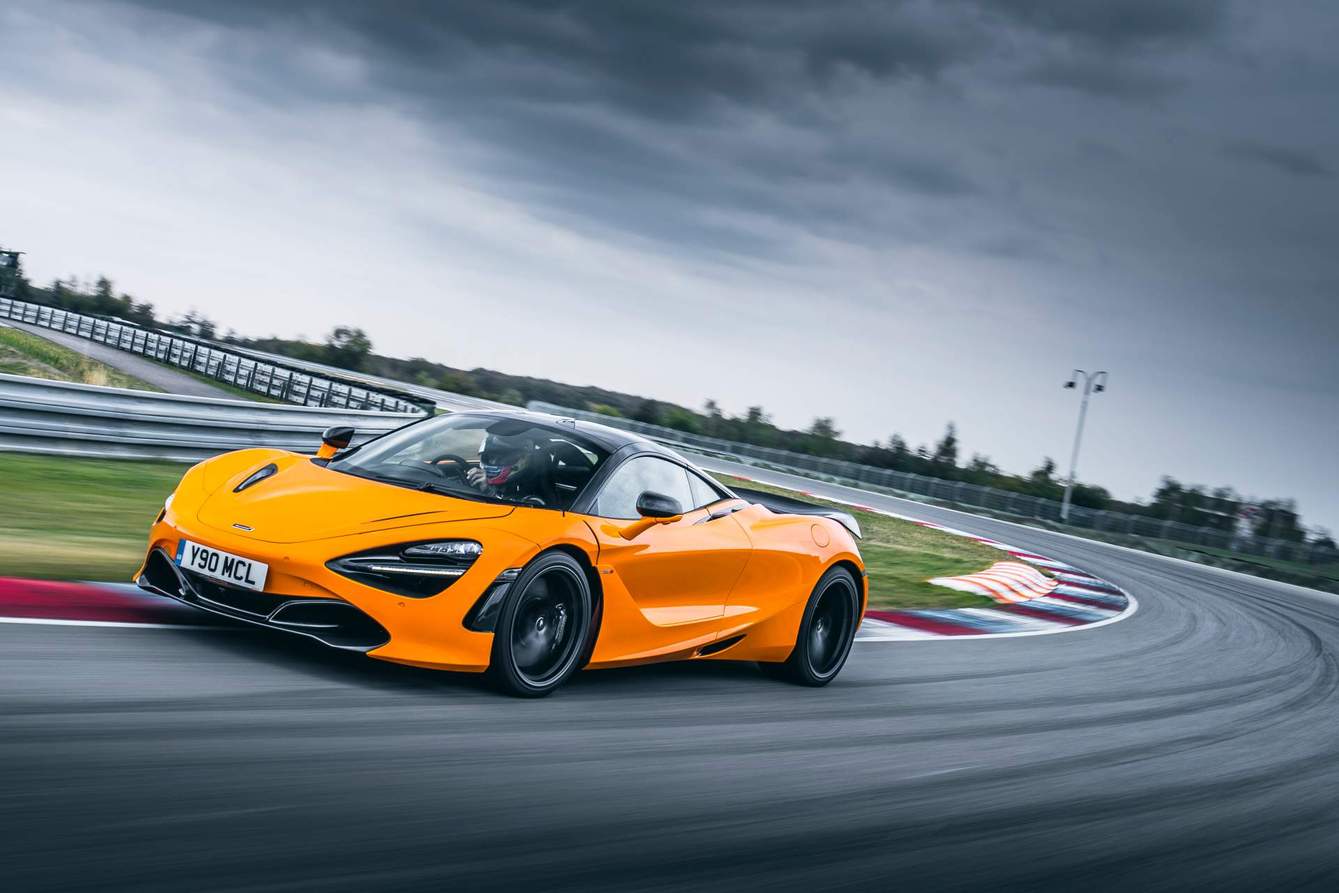 2019 McLaren 720S Track Pack Front Three-Quarter Wallpaper (3)
