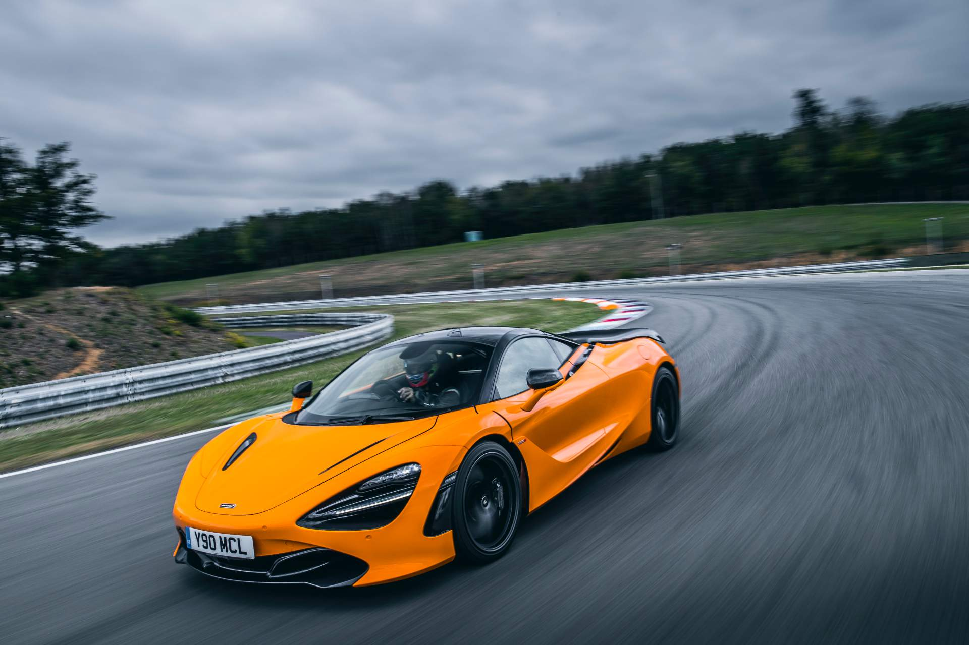 2019 McLaren 720S Track Pack Front Three-Quarter Wallpaper (2)