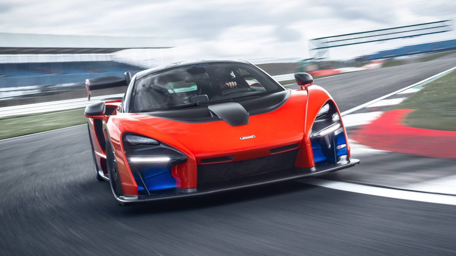 2019 McLaren Senna (Color: Delta Red) Front Wallpapers (3)