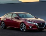 2019 Nissan Altima Front Three-Quarter Wallpapers 150x120 (2)