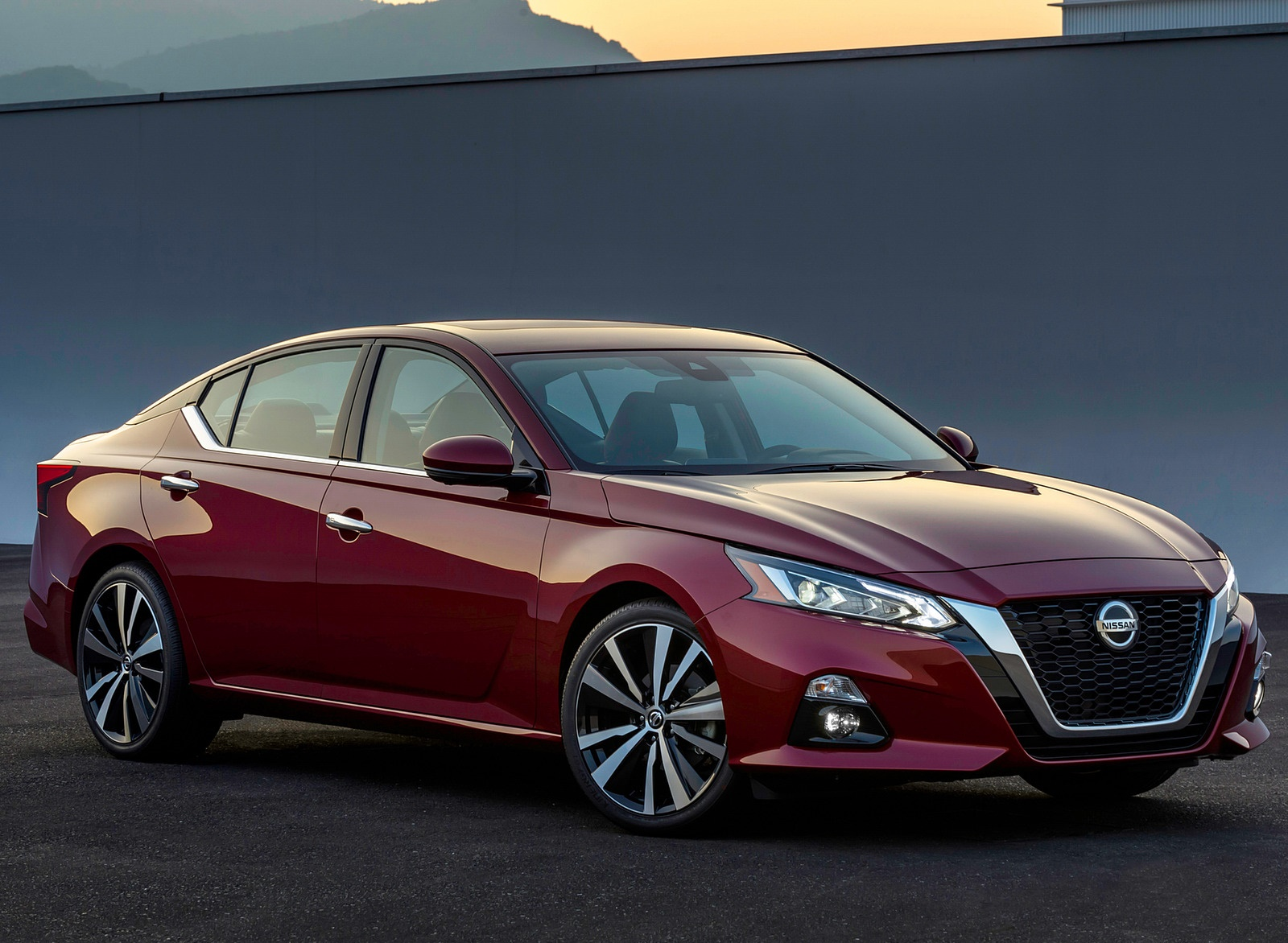 2019 Nissan Altima Front Three-Quarter Wallpapers (2)