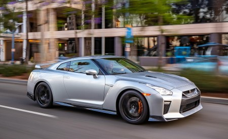 2019 Nissan GT-R Front Three-Quarter Wallpapers 450x275 (2)