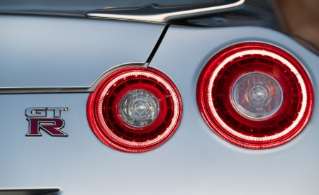 2019 Nissan GT-R Tail Light Wallpapers 450x275 (10)
