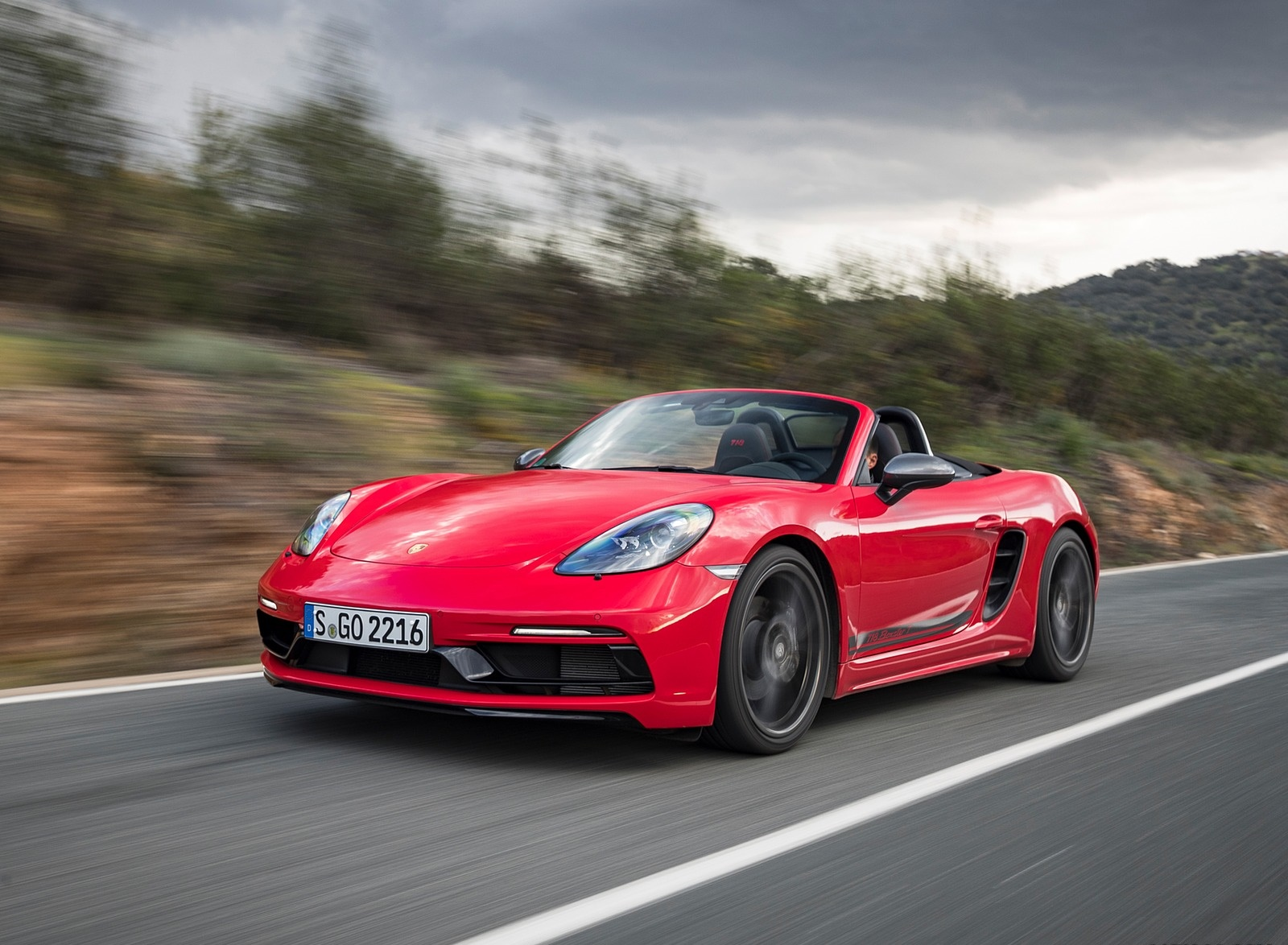 2019 Porsche 718 Boxster T (Color: Guards Red) Front Three-Quarter Wallpapers (3)