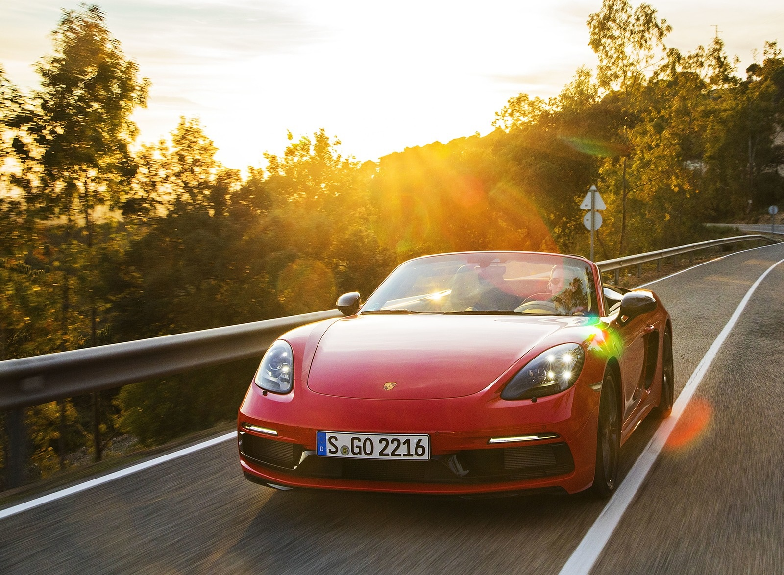 2019 Porsche 718 Boxster T (Color: Guards Red) Front Wallpapers (4)