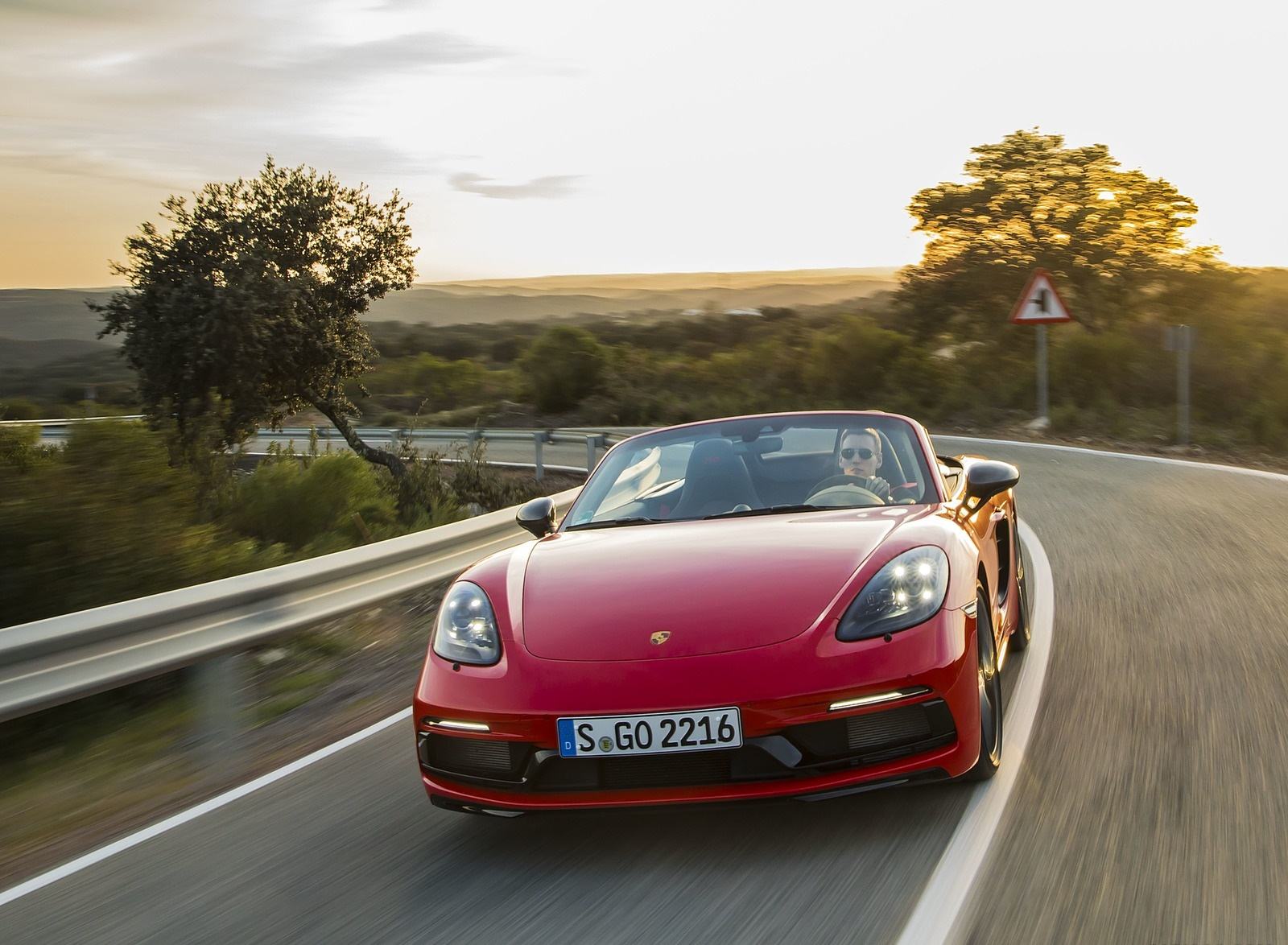 2019 Porsche 718 Boxster T (Color: Guards Red) Front Wallpapers (5)