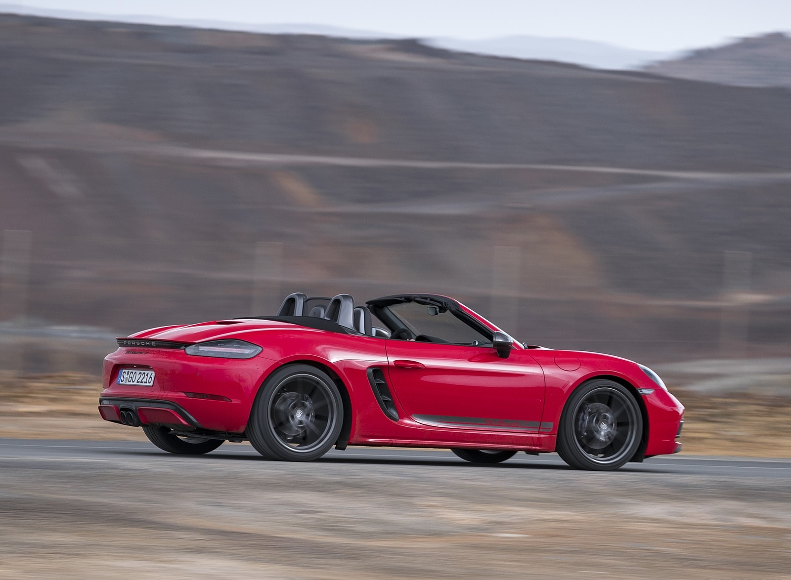 2019 Porsche 718 Boxster T (Color: Guards Red) Rear Three-Quarter Wallpapers (9)
