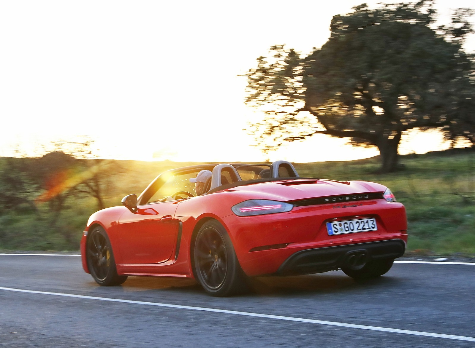 2019 Porsche 718 Boxster T (Color: Guards Red) Rear Three-Quarter Wallpapers (6)