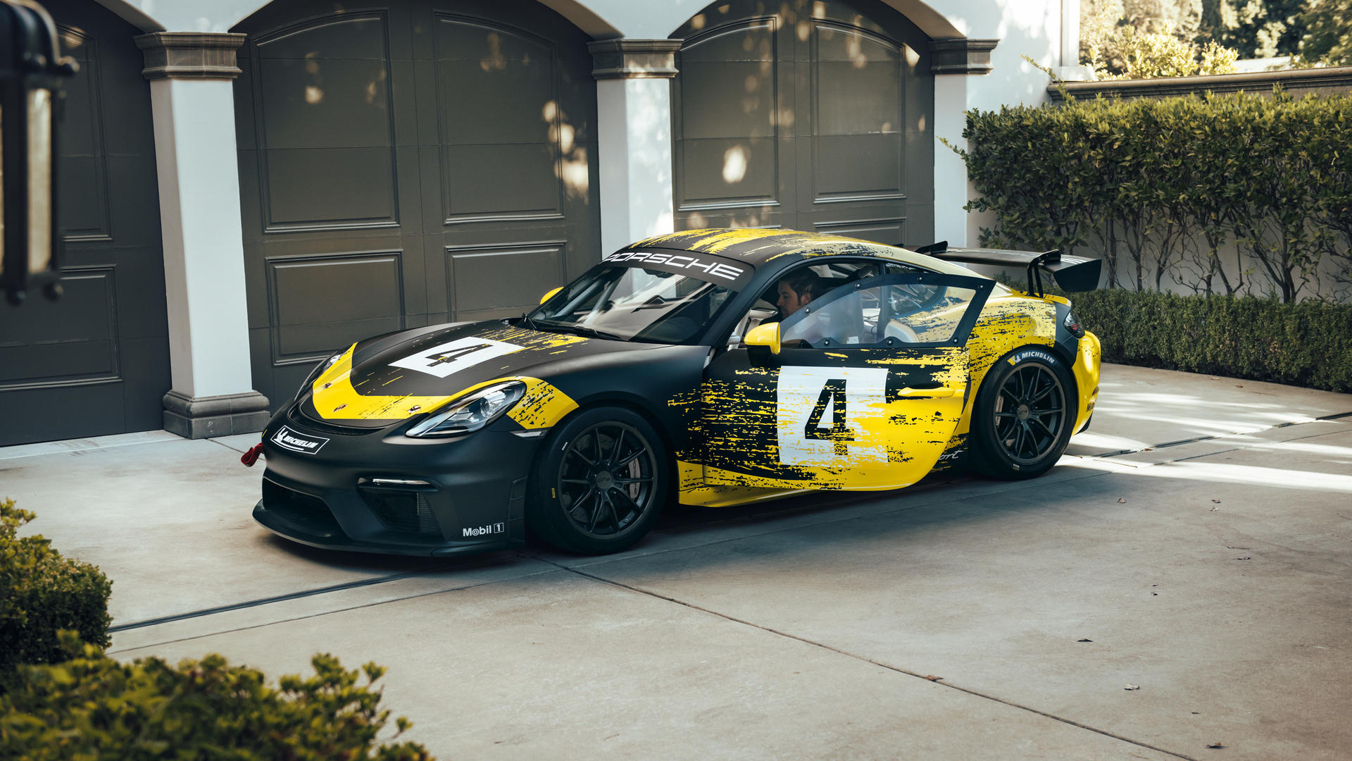 2019 Porsche 718 Cayman GT4 Clubsport Side Wallpaper (15)