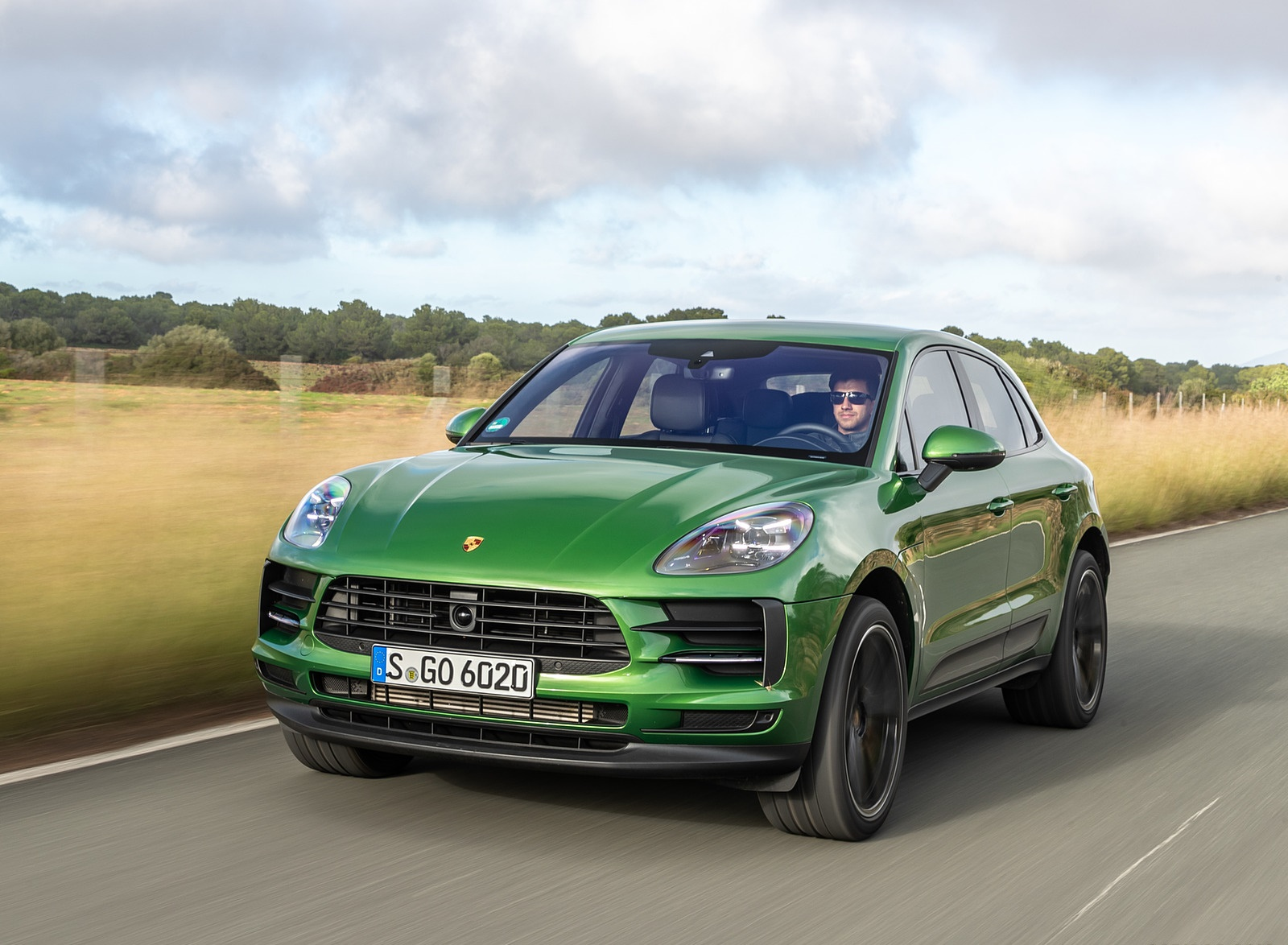 2019 Porsche Macan S (Color: Mamba Green Metallic) Front Wallpaper (12)