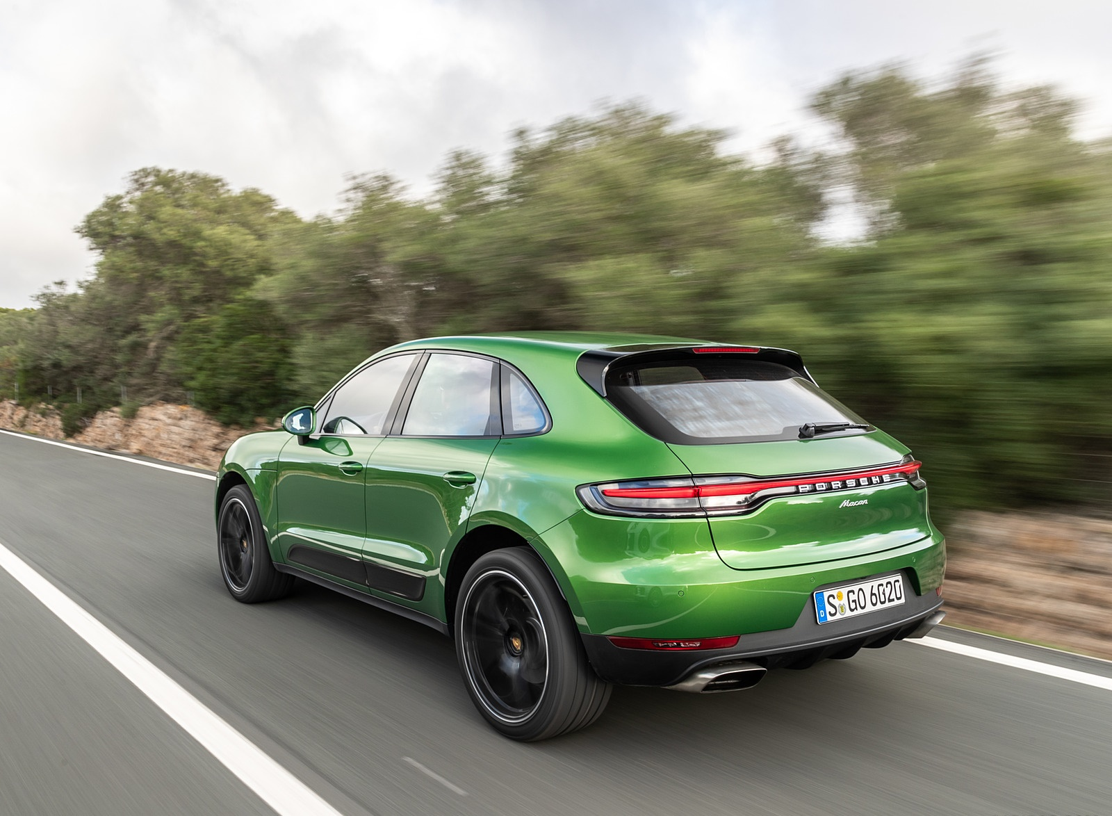 2019 Porsche Macan S (Color: Mamba Green Metallic) Rear Three-Quarter Wallpaper (13)