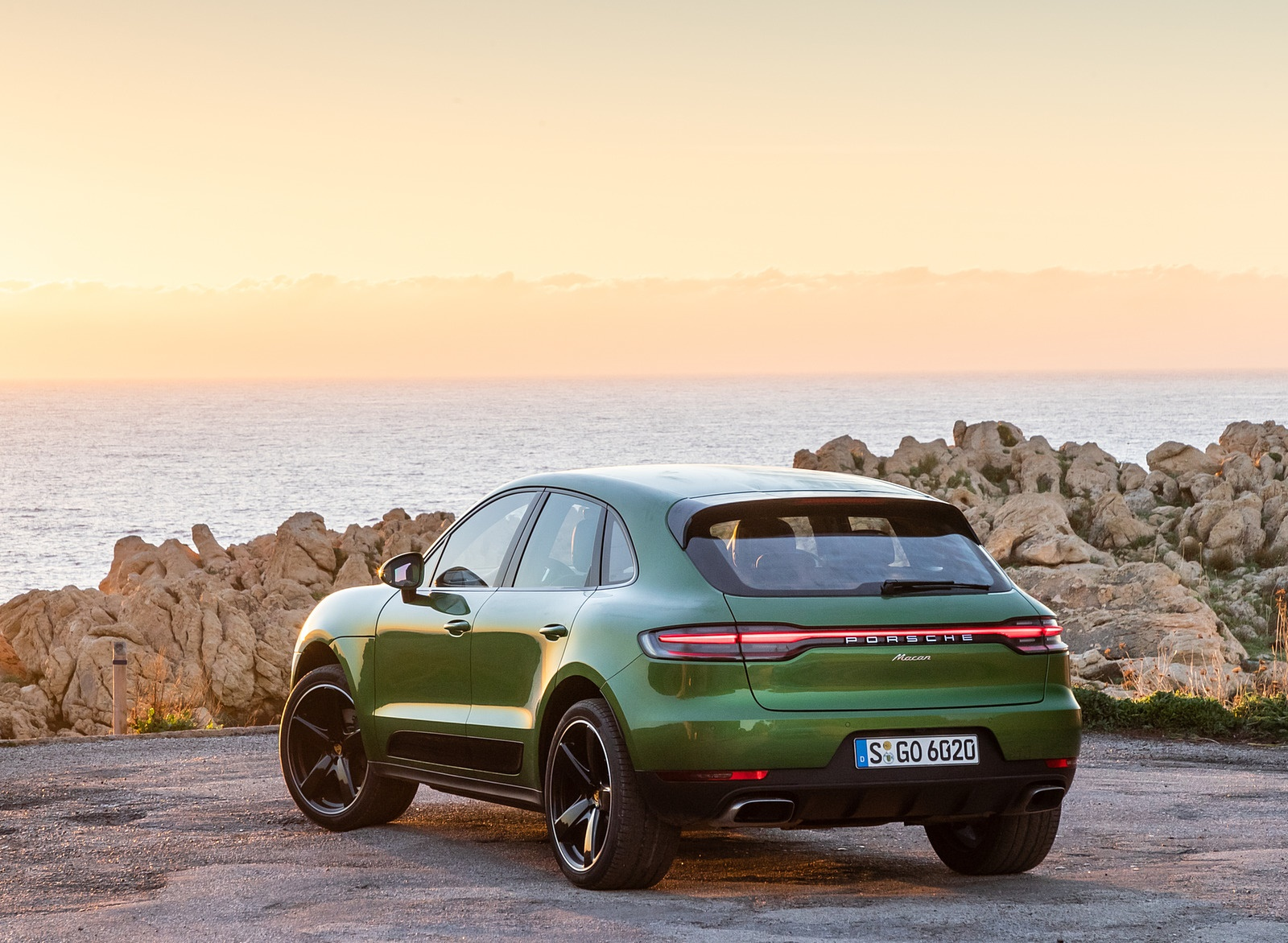 2019 Porsche Macan S (Color: Mamba Green Metallic) Rear Wallpaper (14)