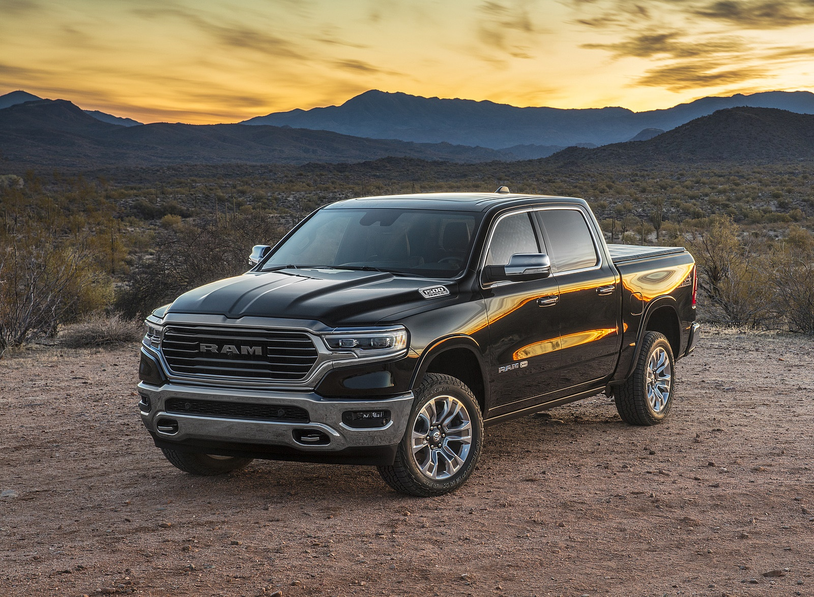 2019 Ram 1500 Laramie Longhorn Edition Front Three-Quarter Wallpapers (6)
