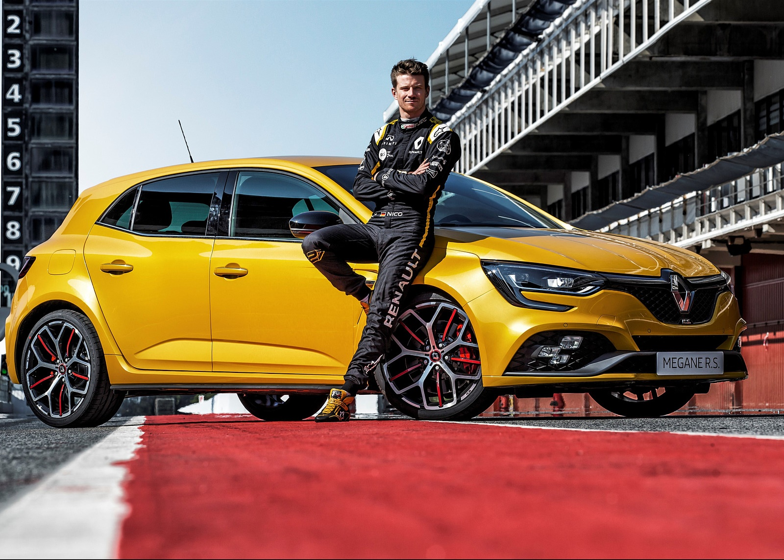 2019 Renault Megane R.S. Trophy Front Three-Quarter Wallpapers (6)