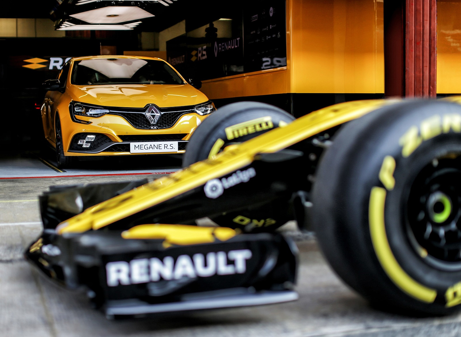 2019 Renault Megane R.S. Trophy and Renault R.S. 18 Single Seater Front Wallpapers (9)