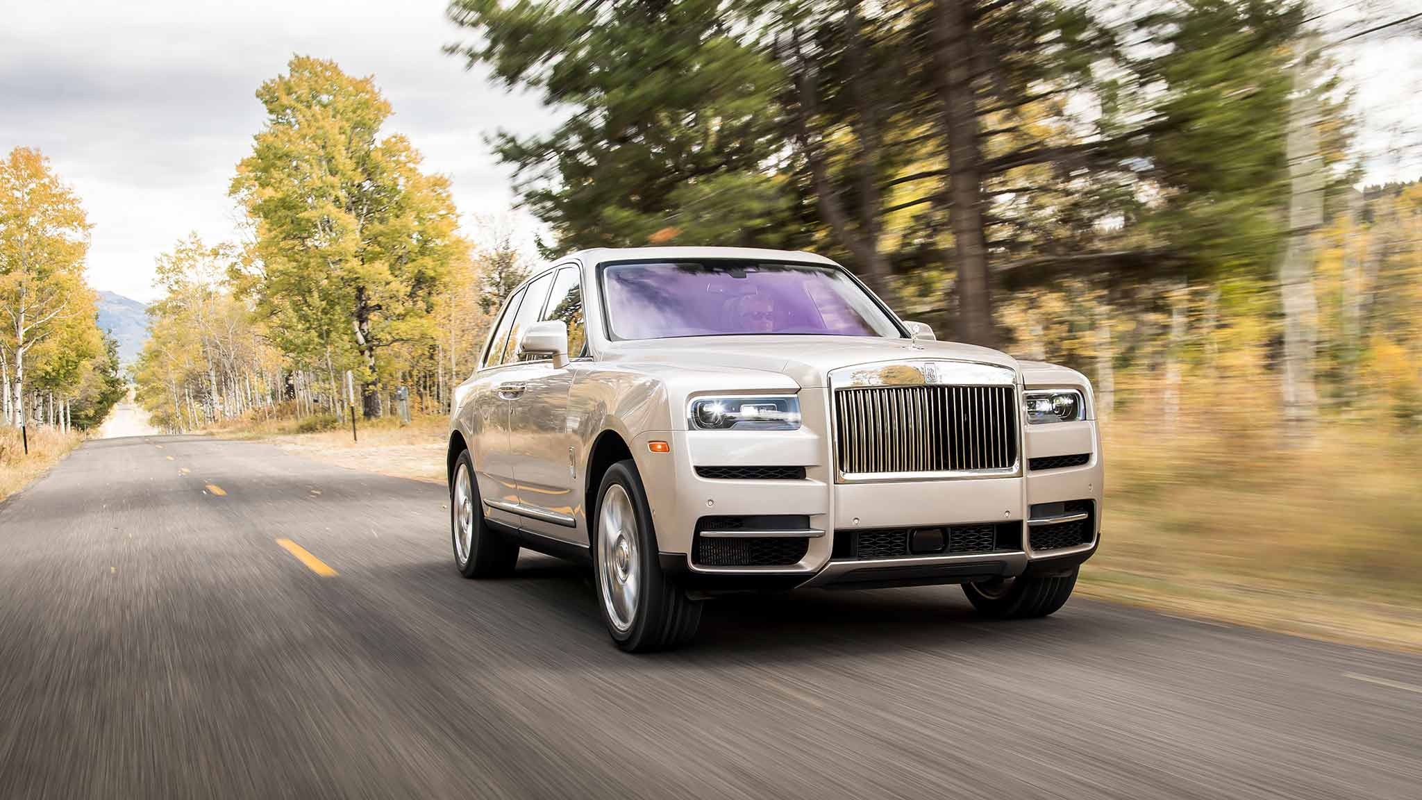 2019 Rolls Royce Cullinan Color White Sands Front