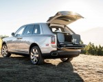 2019 Rolls-Royce Cullinan (Color: White Sands) Rear Wallpapers 150x120 (42)